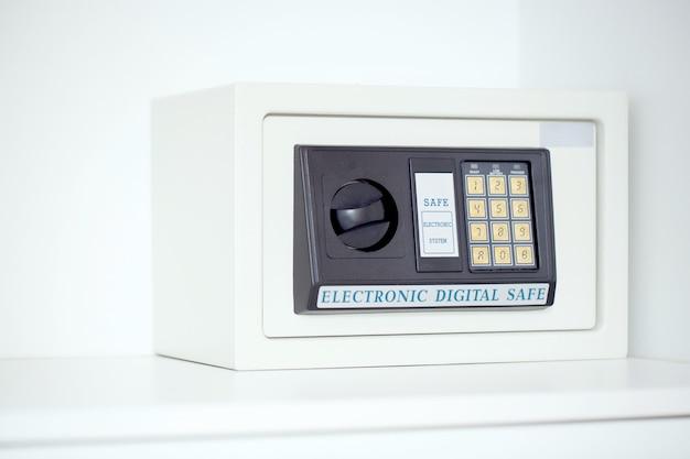 Cyfrowy sejf chroniący przed kradzieżą w domu