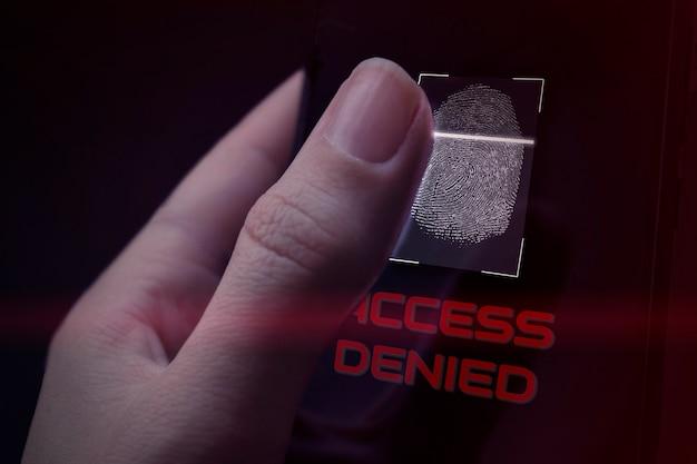 Cyfrowy skaner tożsamości. pojęcie prywatności ochrony danych. rodo. ue. technologia systemu bezpieczeństwa połączeń sieciowych. połączenie z globusem i siecią oraz blokada z ikoną aplikacji.