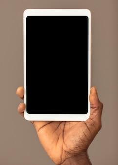 Cyfrowy tablet z widokiem z przodu z pustym ekranem