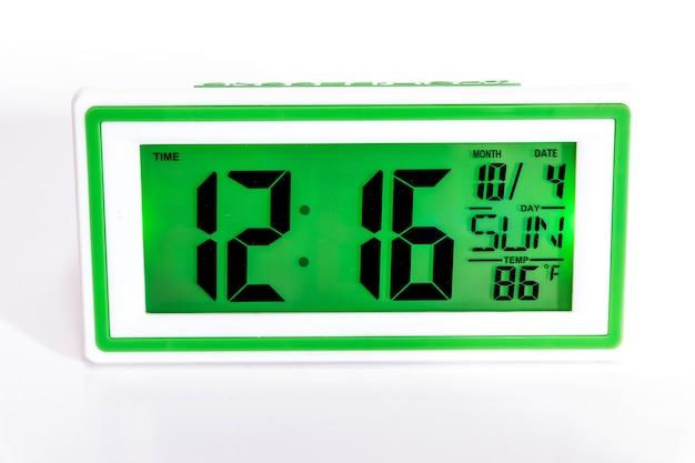 Cyfrowy zegar biurkowy i budzik