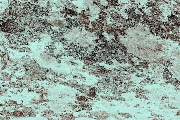 Cyjan tło. szorstka, pomalowana ściana w kolorze orzechowym. niedoskonały samolot w kolorze brązowym. nierówne stare dekoracyjne stonowane tło o niebieskim odcieniu. tekstura lazurowego odcienia. ozdobna, kamienista powierzchnia.