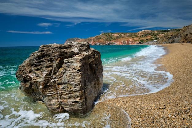 Cyklady na wyspie paleochori na wyspie milos w grecji