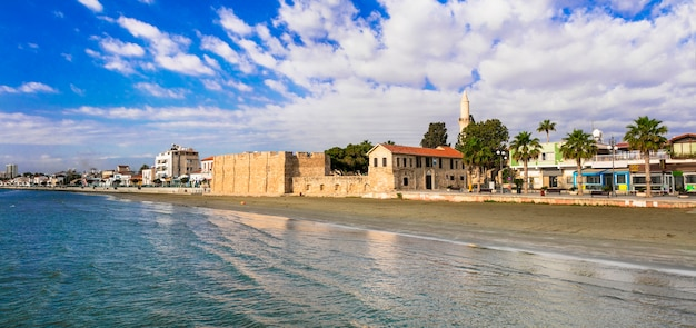 Cypr wyspa stolica larnaka i plaża miejska