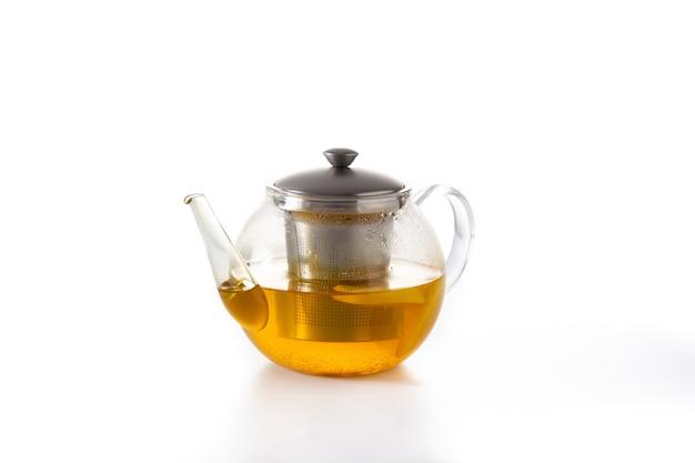 Czajniczek z imbirową herbatą, cytryną i miodem na białym tle