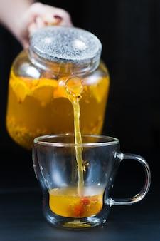 Czajnik do herbaty rokitnika.