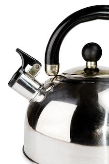 Czajnik na herbatę na białym tle