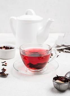 Czajnik z herbatą ziołową