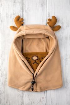 Czapka dziecięca w kształcie jelenia