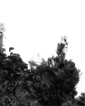Czarna abstrakcyjna przestrzeń. farba akrylowa w wodzie