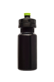 Czarna butelka na wodę do fitnessu i roweru na białym tle