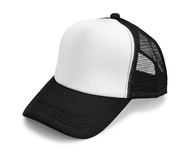 Czarna czapka na białym tle.