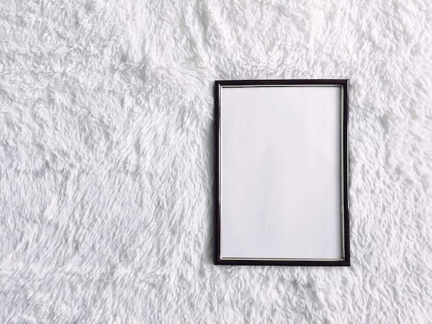 Czarna drewniana rama do nadruku makiety luksusowy wystrój domu i plakat do projektowania wnętrz oraz grafika do druku
