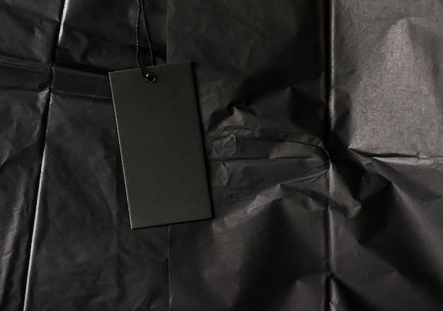 Czarna etykieta na bibułce jako luksusowe zakupy flatlay zrównoważona koncepcja mody i marki marki