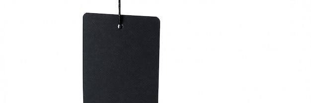 Czarna etykietka na nici na białym tle