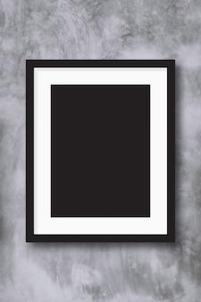 Czarna fotografii rama na concreate ściennym tle.