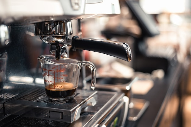 Czarna kawa w miarce założyć ekspres do kawy
