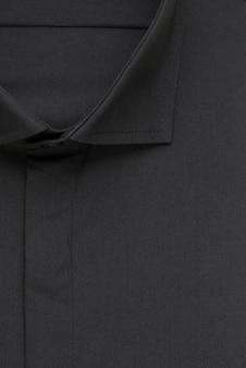 Czarna koszula, szczegółowy kołnierzyk i guzik, widok z góry