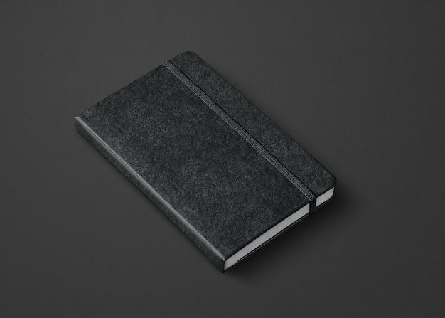 Czarna makieta zamkniętego notatnika na białym tle