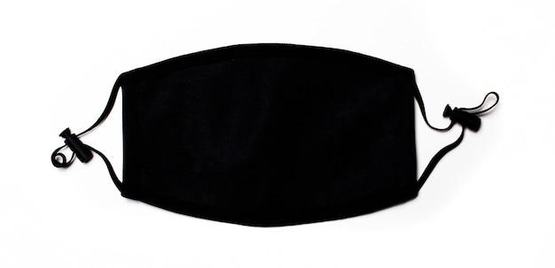 Czarna maska medyczna na jasnym tle. zapobieganie chorobom. pojęcie medyczne