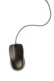 Czarna mysz komputerowa na białym tle.