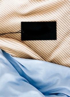Czarna pozioma metka z ceną na tkaninach
