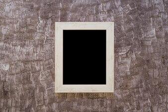 Czarna ramka na malowane ściany