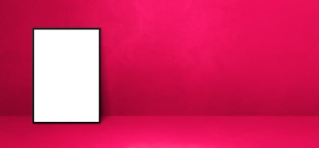 Czarna ramka na zdjęcia oparta na różowej ścianie. pusty szablon makiety. baner poziomy