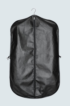 Czarna torba na ubrania do przechowywania i ochrony garnituru