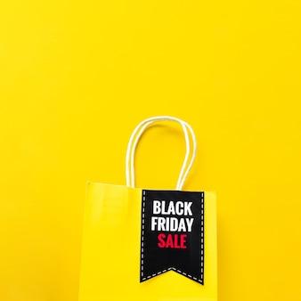 Czarna torba na zakupy w piątkową wyprzedaż