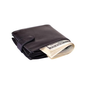 Czarna torebka nadziewana papierowymi pieniędzmi na białym tle