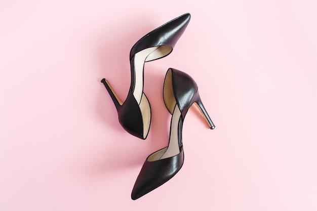 Czarne damskie buty na obcasie płaskie leżące