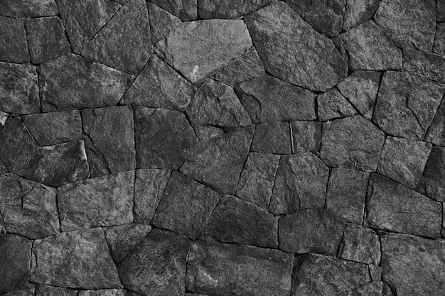 Czarne kamienie ułożone