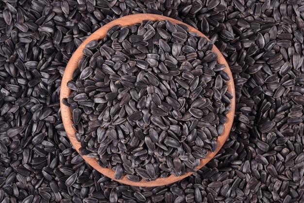 Czarne nasiona słonecznika w misce