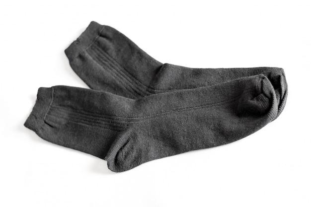 Czarne nowe męskie skarpety na białym odosobnionym tle