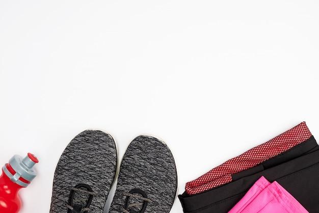 Czarne obuwie tekstylne i inne artykuły do fitnessu