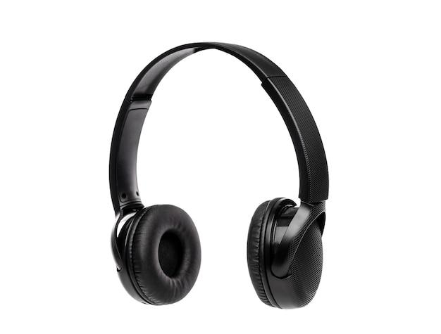 Czarne słuchawki bezprzewodowe na białym tle