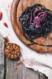 Czarne spaghetti z ośmiornicą