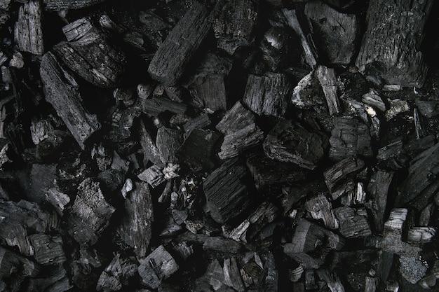 Czarne tło węgiel drzewny