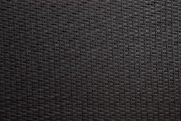 Czarne wiklinowe tło z szorstką teksturą