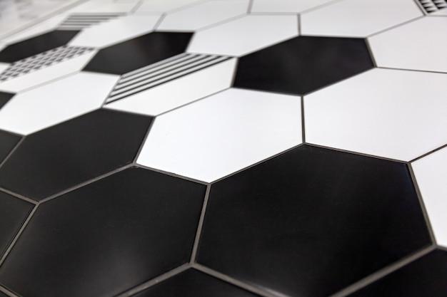 Czarno-białe kolorowe tło mozaiki. zamyka w górę czyścić czarny i biały mozaik płytek prysznic ściany tekstury tło