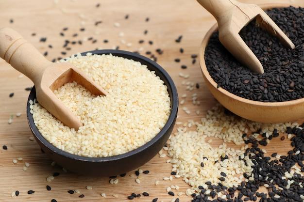Czarno-białe nasiona sezamu