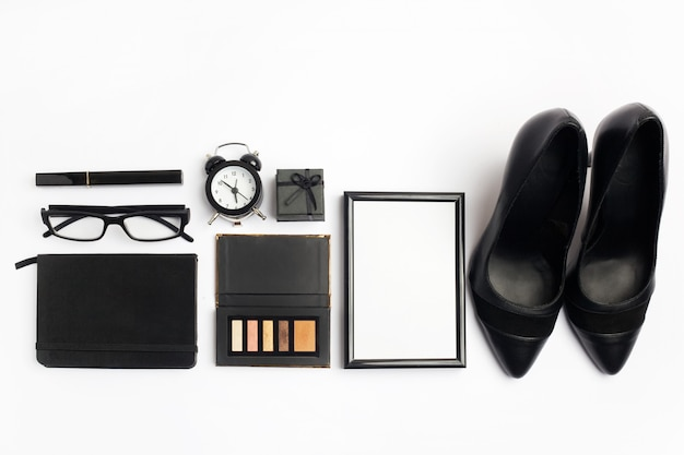 Czarno-białe stylowe akcesoria damskie moda widok z góry