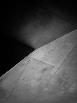 Czarno-białe zdjęcie konstrukcji betonowej