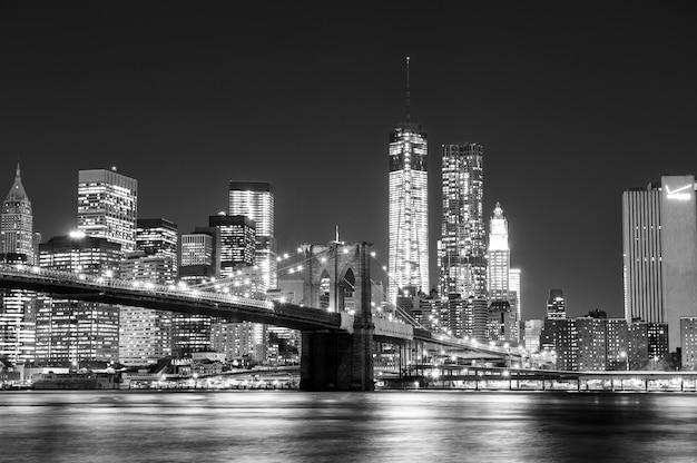Czarno-biały panoramę nowego jorku
