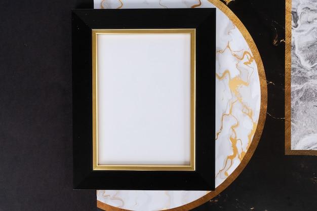 Czarno-złota rama mok up, styl art deco z lat 20.