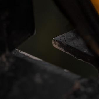 Czarno-żółta metalowa rama