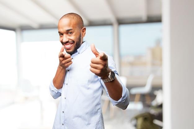 Czarny biznesmen szczęśliwy wyraz