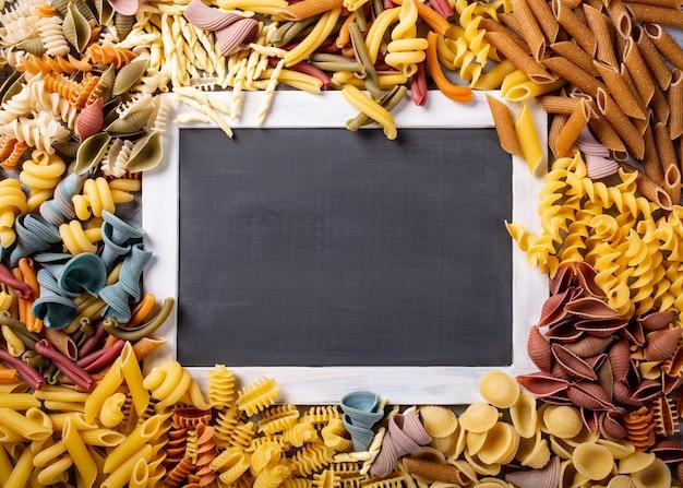 Czarny chalkboard z włoskim makaronem