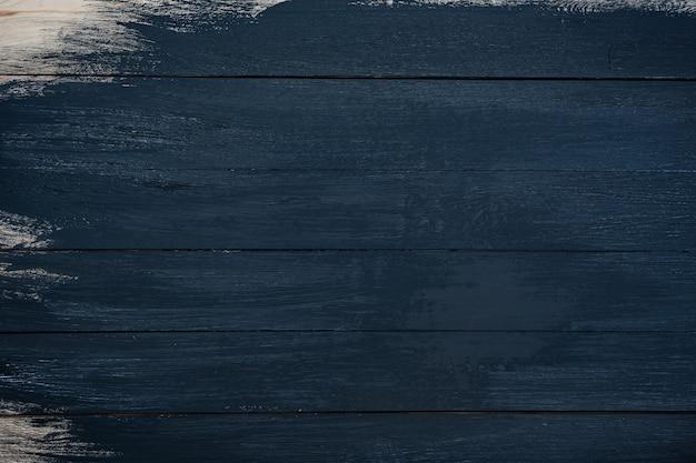 Czarny drewniany. częściowo malowane deski. niedokończona praca.