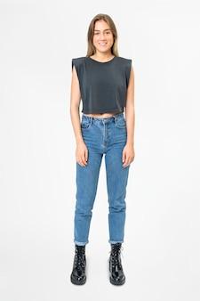 Czarny krótki podkoszulek i dżinsowa odzież damska